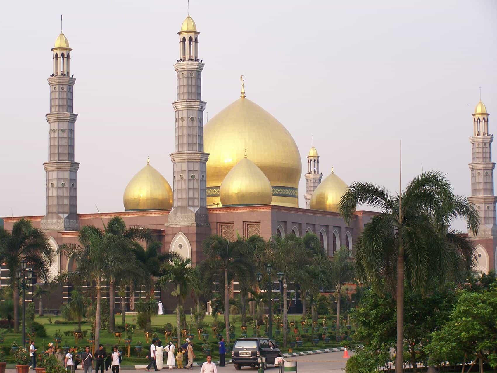 Masjid Dian Al-Mahri, Depok, Indonesia