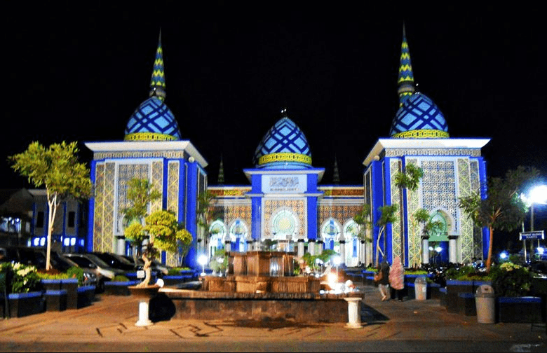 Keindahan Interior Dan Kubah Masjid Agung Tuban
