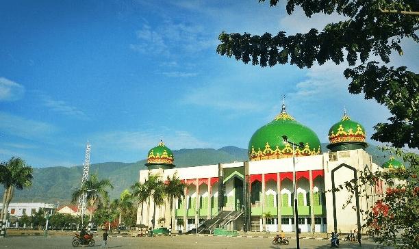 Masjid Agung Darussalam Kota Palu Dan Bangunan 5 Kubahnya
