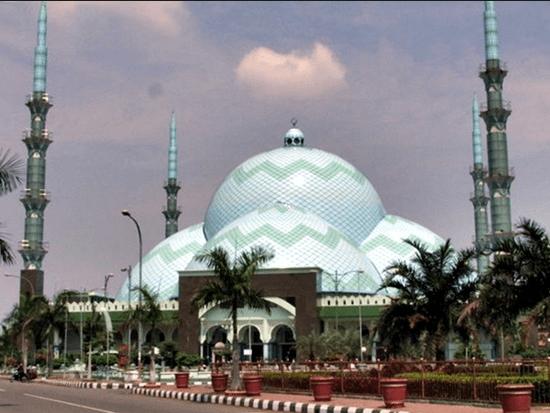 Masjid Raya Al A'zhom Miliki Kubah Terbesar di Dunia