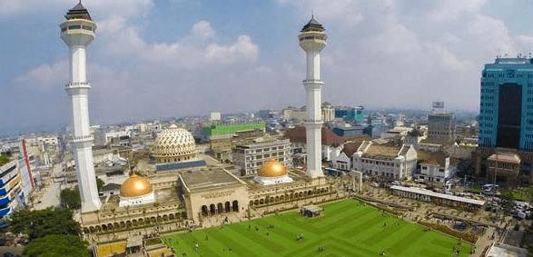 Kemegahan Desain Bangunan Masjid Raya Bandung 1