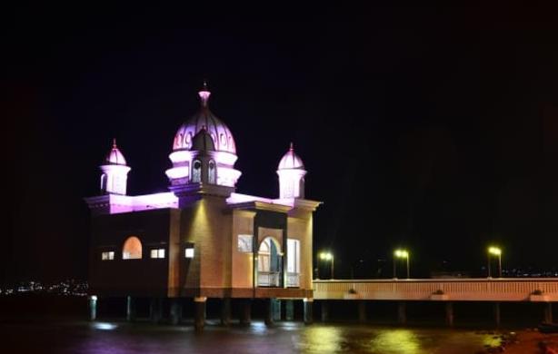 Masjid Arkam Babu Rahman Masjid Terapung di Pantai Teluk Palu