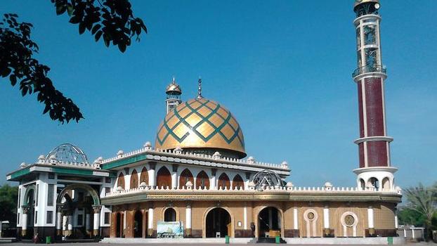 Wisata Religi Masjid Syaichona Moch Cholil di Bangkalan