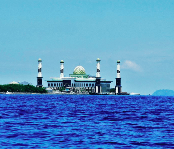 Masjid terapung Al Munawwar Ternate