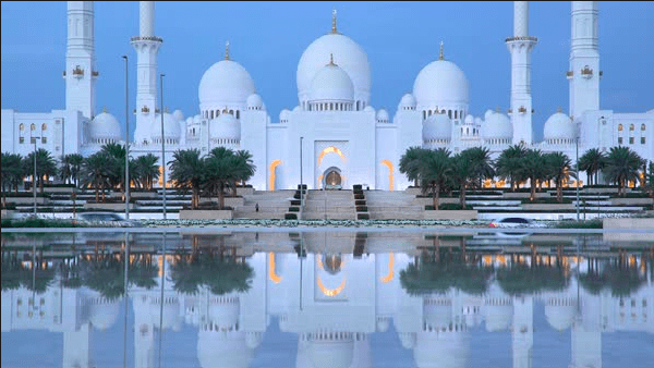 Masjid Agung Sheikh Zayed terindah di dubai