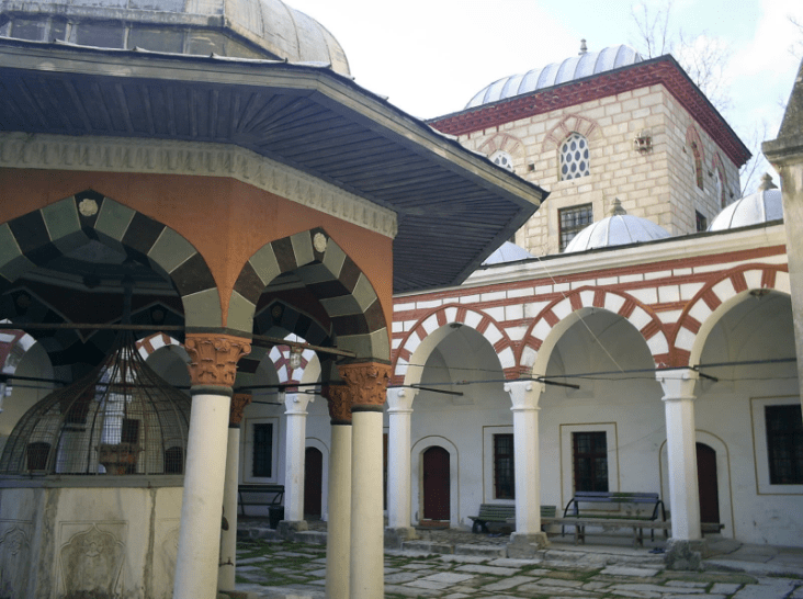 halaman tengah masjid tombul