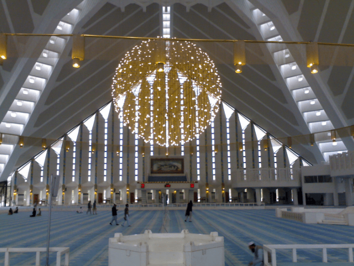 indor masjid faisal