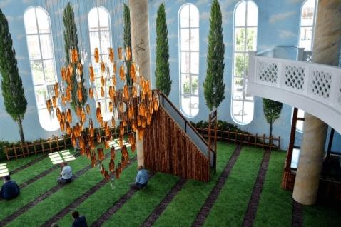 "interior Masjid ""Taman Surga"""