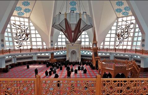 interior Masjid Agung Akçakoca Turki
