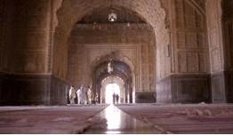 interior Masjid Badshahi