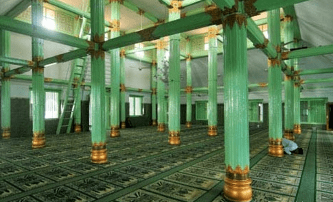 interior Masjid Besar Ainul Yaqin Sunan Giri
