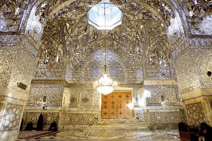 interior Masjid Imam Reza di Iran