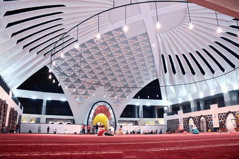 interior Masjid Raya Sumatera Barat