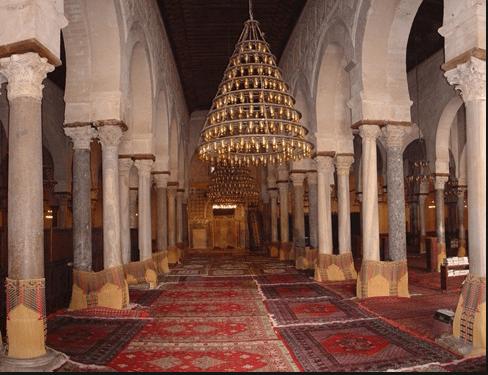 interior Masjid Uqba Bin Nafi