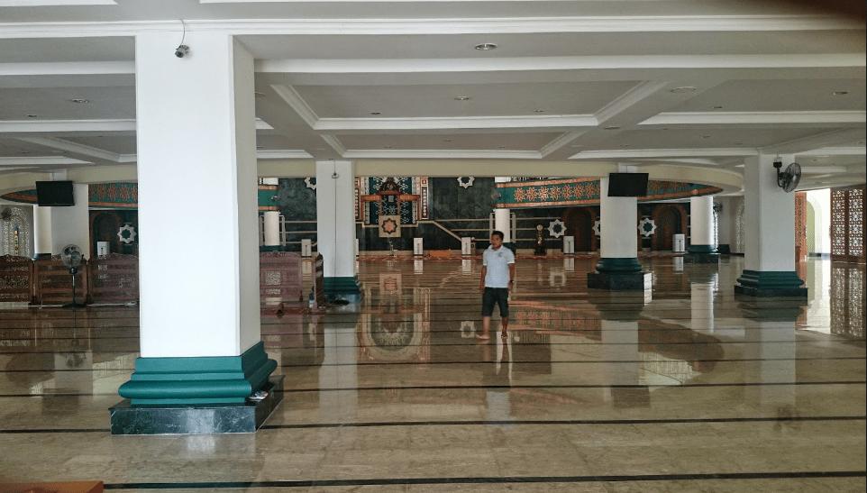 interior masjid agung baitul hikmah