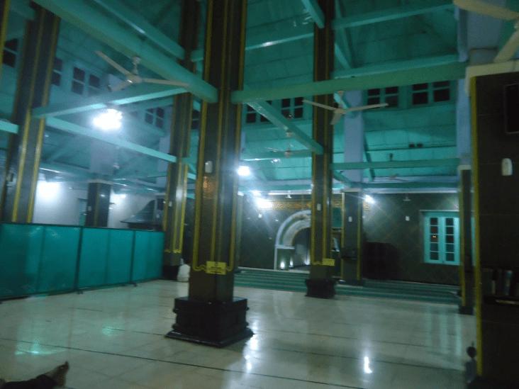 interior masjid agung darul muttaqin