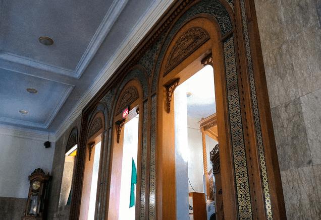 interior masjid agung manonjaya