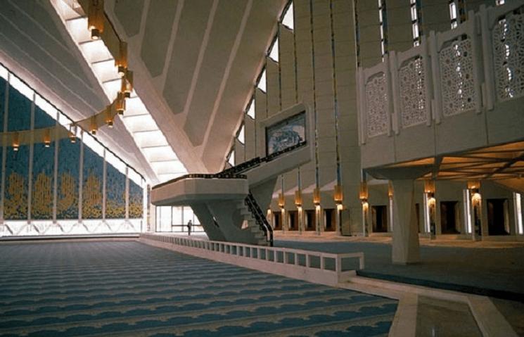 interior masjid faisal