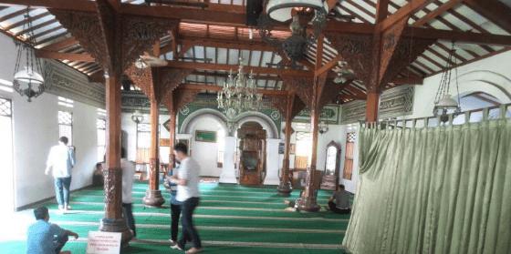 interior masjid hidayatullah jakarta