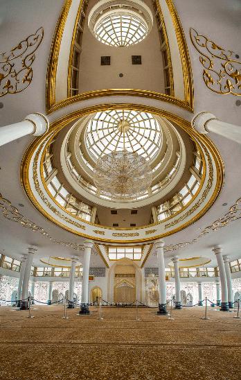 interior masjid kristal
