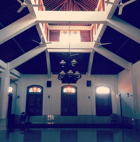 interior masjid menara kudus