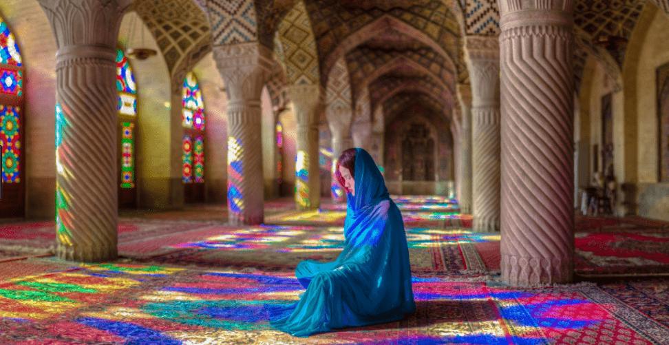 interior masjid pelangi al mulk