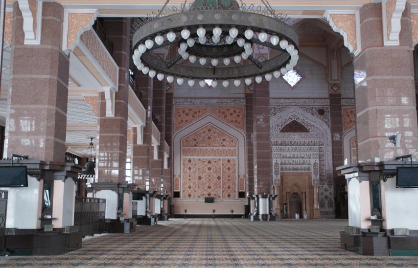 interior masjid putra