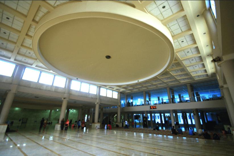 interior masjid raya bandung