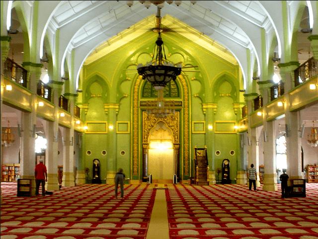 interior masjid sultan omar ali saifuddin