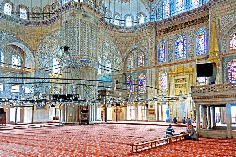keindahan interior Masjid Sultan Ahmed Istanbul