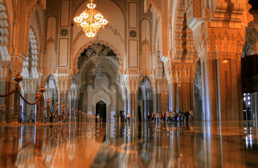 keindahan interior masjid hassan II