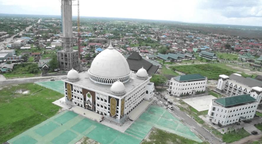 kemegahan masjid agung darusalam