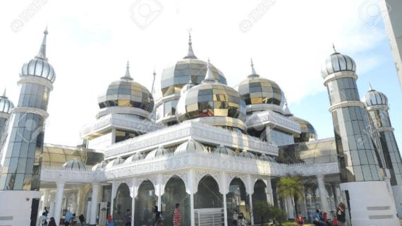 Mengulik Kemegahan Warisan Islam Masjid Kristal Malaysia