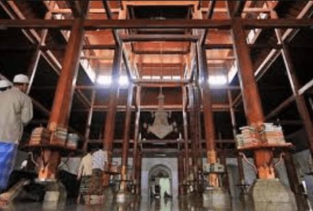 mimbar Masjid Sunan Ampel Surabaya