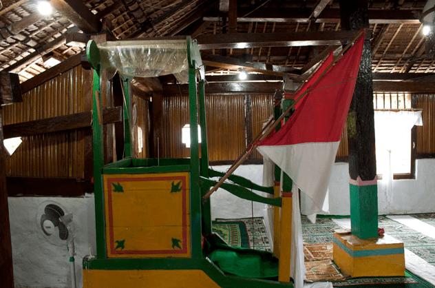 mimbar Masjid Wapauwe
