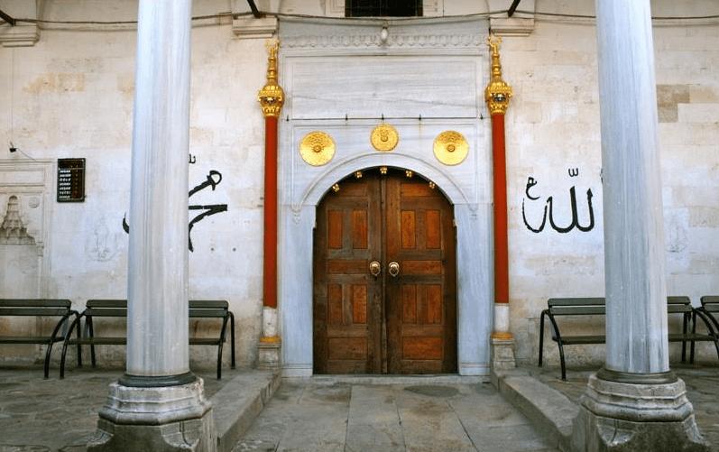 pintu masuk masjid tombul bulgaria