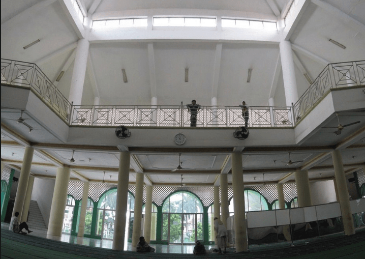 ruangan di dalam masjid agung karawang
