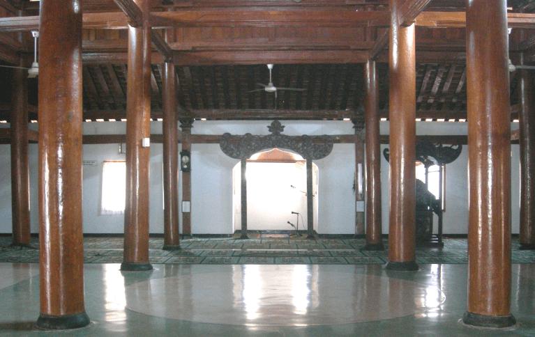 ruangan di dalam masjid tegalsari ponorogo