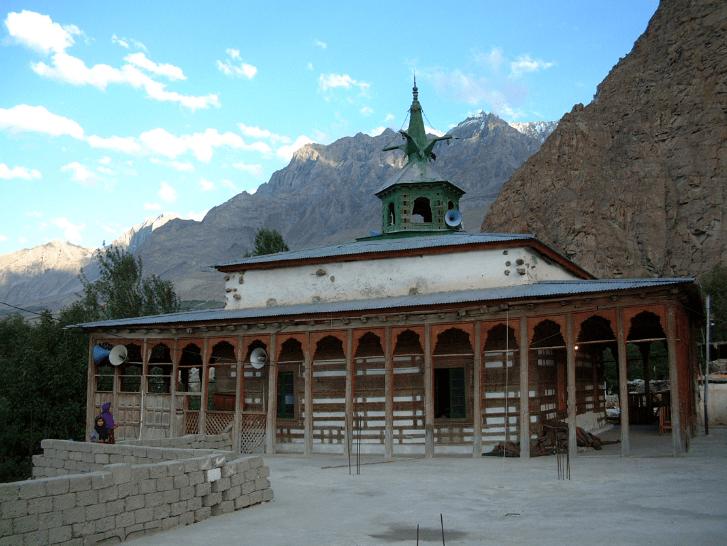 salah satu masjid unik di pakistan