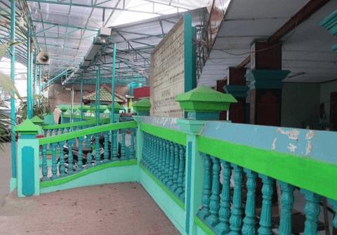 tampak samping Masjid Jami Tambora