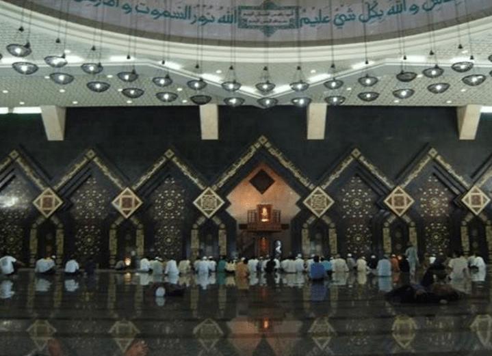 interior Masjid Agung At-Tin