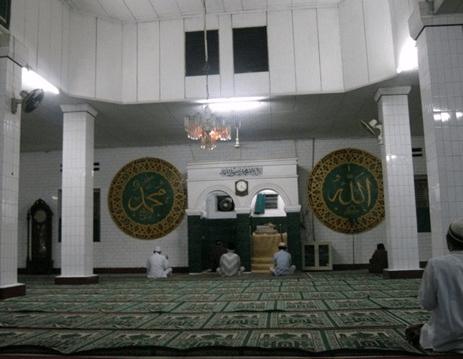 interior Masjid Al-Mujahidin Cibarusah