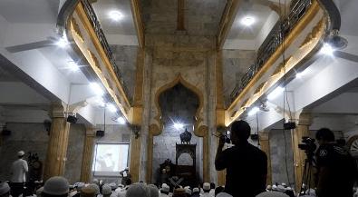 interior Masjid Baitul Mughni Jakarta