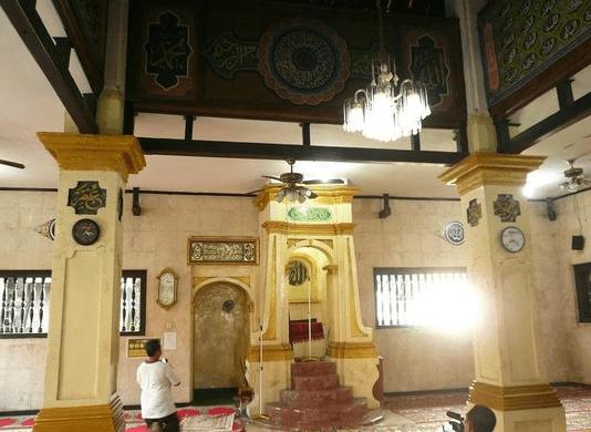 interior Masjid Jami' Al-Anwar Angke