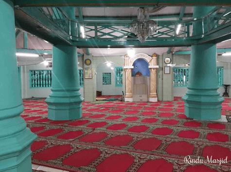 interior Masjid Jami' Al-Manshur