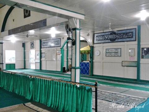interior Masjid Jami'atul Khair Kraton Amantubillah Mempawah