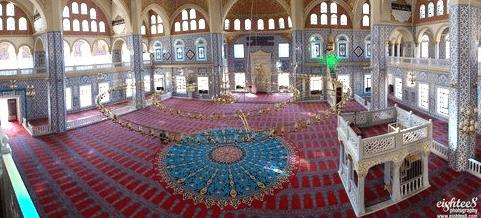 interior Masjid Nizamiye Johanesburg