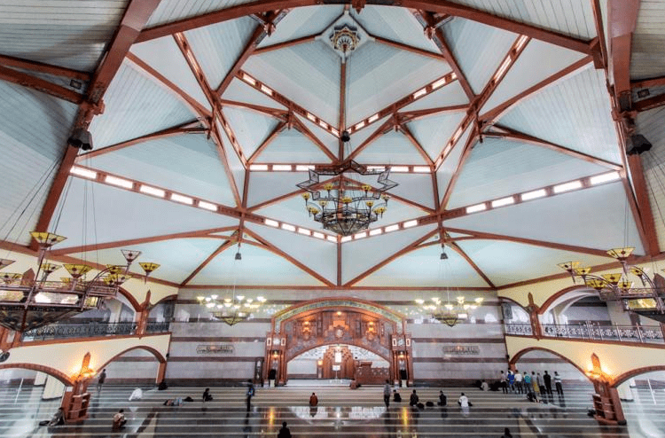 interior Masjid PUSDAI