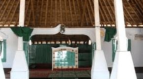 interior Masjid Pusaka Songak Suku Sasak