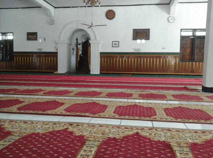 interior Masjid Sultan Muhammad Salahuddin Bima